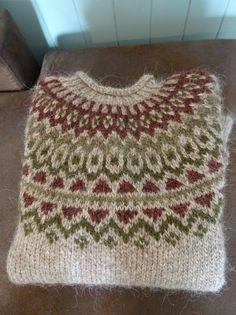 Ravelry: cawyatt's Riddari Fair Isle Knitting Patterns, Sweater Knitting Patterns, Knitting Charts, Knitting Stitches, Knitting Designs, Knitting Yarn, Knitting Projects, Crochet Patterns, Ropa Free People