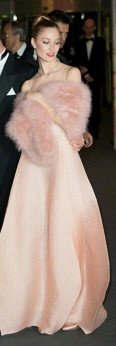 the grand robe of a female gent - Beatrice Borromeo – Vanity Fair International Best Dressed List 2014 Estilo Fashion, Fur Fashion, Pink Fashion, Womens Fashion, Vanity Fair, Glamour, Rosa Style, Estilo Lolita, Fabulous Furs
