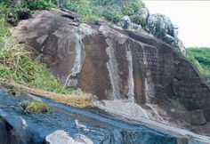 Pinturas rupestres na praia do Santinho - Florianópolis - Santa Catarina.
