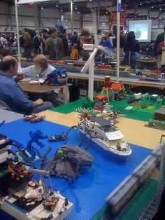 Lego seascape (boats AND monsters! Lego Boat, Maker Faire, Maker Culture, Legos, Monsters, Boats, Arts And Crafts, Table Decorations, Creative