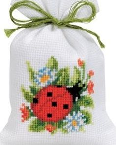 This Pin was discovered by Neş Cross Stitch Cards, Cross Stitch Flowers, Cross Stitching, Cross Stitch Embroidery, Hand Embroidery, Cross Stitch Designs, Cross Stitch Patterns, Pot Pourri, Ladybug Crafts