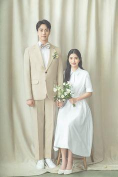 Pre Wedding Poses, Pre Wedding Photoshoot, Couple Posing, Couple Shoot, Korean Wedding Photography, Korean Photo, Tennis Fashion, Photo Poses, Cute Couples