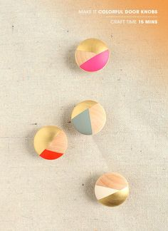 DIY Colorful door knobs in geometric pattern Porta Diy, Diy Projects To Try, Craft Projects, Diy Door Knobs, Wooden Door Knobs, Diy Casa, Diy Inspiration, Idee Diy, Blog Deco