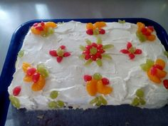 Syntymäpäivän viettoa kakun kera.:)