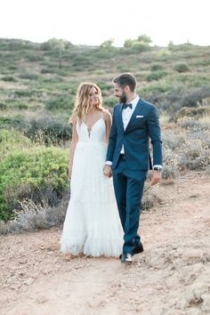 Greenery and White Trizonia Island Wedding Accented with Blue Details - MODwedding