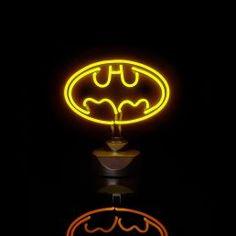 Une lampe néon Batman, pour appeler Bruce Wayne quand on a peur du noir !