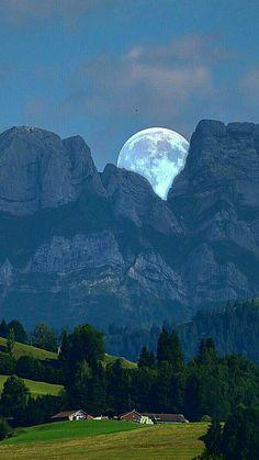 Beautiful Moon enclosed with the Mountains Stars Night, Good Night Moon, Stars And Moon, Moon Photos, Moon Pictures, Moon Pics, Shoot The Moon, Moon Photography, Beautiful Moon