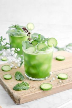 Get ahead of your New Years resolution for a healthy year with this quick homemade detox drink. Sweet fuji apples, baby cucumbers, just a little bit of ginger, some spinach, coconut water, and a touch of lime, blended together to create the ultimate juice that the whole family will love.Simply blend everything together, strain, and serve over ice for a healthy drink that's perfectly sweetened, full of flavor, and so delicious! There is no juicer required. Oh, and make sure to make a large…