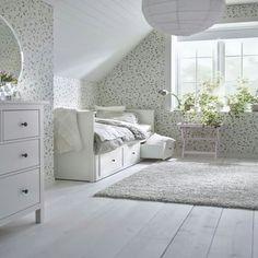 Une chambre douce et fleurie