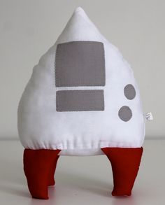 #Almofada #foguete para combinar com #edredom com o tema Sistema Solar. #Spaceship #cushion #pillow #solarsystem