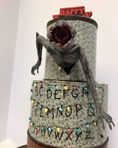 Stranger things Cake 😱 - New Ideas Demogorgon Stranger Things, Stranger Things Halloween, Stranger Danger, Stranger Things Aesthetic, 13 Birthday Cake, Bithday Cake, Best Deserts Ever, Cute Deadpool, Birthday Room Decorations