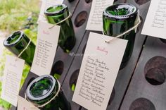 A table, les invités ! Le banquet de mariage commence toujours par l'emplacement des convives aux tables qui leur sont attribuées. Pour une première impression réussie, préparez un plan de table original comme ceux que vous allez découvrir.