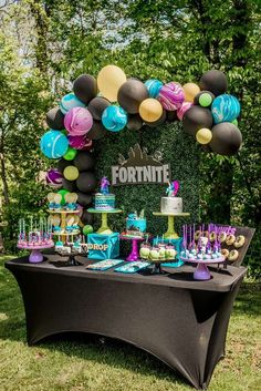 Take a look at this awesome Fortnite Birthday Party! The dessert table and ballo. Take a look at this awesome Fortnite Birthday Party! The dessert table and balloon garland are incr Birthday Party Snacks, Birthday Party Tables, Birthday Party Decorations, Party Themes, Birthday Gifts, Birthday Ideas, Ideas Party, Table Party, Balloon Birthday