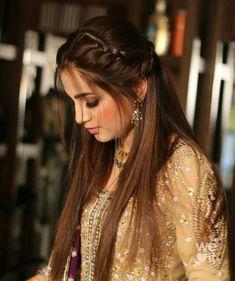 Ethnic Hairstyles, Lehenga Hairstyles, Open Hairstyles, Indian Wedding Hairstyles, Bride Hairstyles, Straight Hairstyles, Simple Hairstyle For Saree, Hairdo For Long Hair, Bridal Hair Buns
