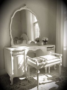 Antique White Vanity, Vintage, Cottage, French Country, Hand Painted, Old White, Annie Sloan, Dresser, Dressing Table, Make up Mirror