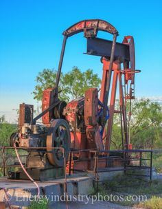 Photo of an oil well in a declining field in West Texas. Oilfield Trash, Oilfield Life, Oil Field, Drilling Rig, Lone Star State, Oil Industry, Oil Rig, West Texas, U.s. States