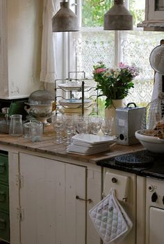 ...Love this vintage country kitchen...