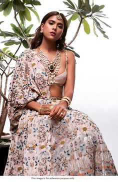 Bollywood Lehenga, Bollywood Fashion, Lengha Choli, Silk Lehenga, Indian Bollywood, Bridal Lehenga, Indian Sarees, Anarkali, Indian Dresses