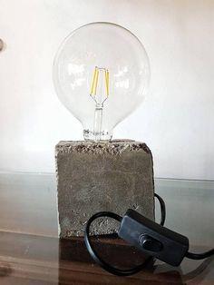 Guarda questo articolo nel mio negozio Etsy https://www.etsy.com/it/listing/534793792/lampada-da-tavolo-in-cemento