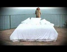 ▶ SILVIA COMES - Carta de amor (video oficial) - YouTube