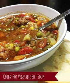 [CasaGiardino] ♡ Crock-pot Vegetable Beef Soup (replace tinned tomatoes with homemade stewed tomatoes or fresh frozen tomatoes and make your own beef bone broth to replace store bought beef broth. Crockpot Dishes, Crock Pot Slow Cooker, Crock Pot Cooking, Slow Cooker Recipes, Crockpot Recipes, Cooking Recipes, Vegetable Soup Crock Pot, Crock Pot Vegetables, Veg Soup