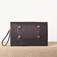 MANURINA's black leather clutch NARCISSUS is now available at WWW.FINAEST.COM | #buyonline #manurina #finaest #luxury #bags #clutch #leather #Iloveshopping #brandnew
