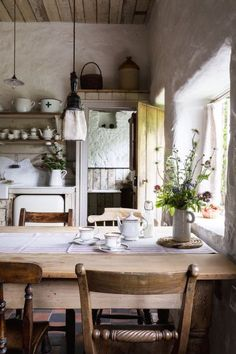 love this modern rustic country farmhouse kitchen dining room with reclaimed wooden cupboards, rustic wooden table, open shelves, rustic white-washed walls and tiled floor. Click through for more modern rustic farmhouse interiors ideas you'll love Country Kitchen Farmhouse, Farmhouse Interior, Modern Farmhouse, Kitchen Rustic, Interior Modern, English Cottage Kitchens, French Farmhouse Decor, Kitchen Modern, Vintage Farmhouse
