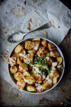 perfect crispy fluffy potatoes! no oil needed! get the #vegan recipe: http://www.thisrawsomeveganlife.com/2015/10/perfect-fluffy-cripsy-potatoes.html