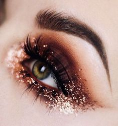 30 Augen Make-up Looks die Sie umhauen werden Eye Makeup Art, Cute Makeup, Party Makeup, Hair Makeup, Perfect Makeup, Glitter Eye Makeup, Eyebrow Makeup, Wedding Makeup, Makeup Goals
