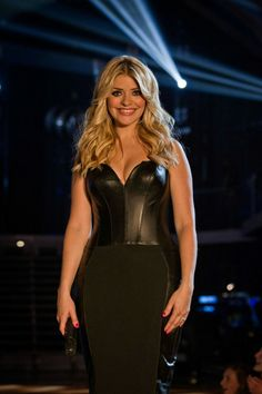 Top Totty of the Week: Holly Willoughby Holly Willoughby Hair, Beautiful People, Beautiful Women, Corset Costumes, Blonde Women, Tv Presenters, Summer Skirts, Amazing Women, Cool Girl