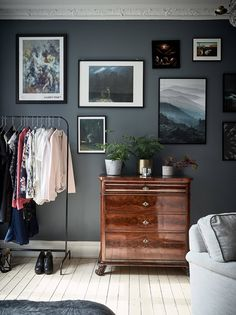 The Nordroom - Dark studio with vintage touches Studio Loft Apartments, Studio Apt, Studio Apartment, Home And Living, Living Room, Gravity Home, Scandinavian Interior Design, House Goals, Dresser As Nightstand