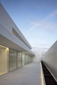 Atrium house, Spain by Fran Silvestre Architects