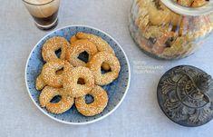 Κουλουράκια πορτοκαλιού και λεμονιού (VIDEO) - cretangastronomy.gr Cream Crackers, Doughnut, Muffin, Food And Drink, Sweets, Cookies, Breakfast, Desserts, Recipes
