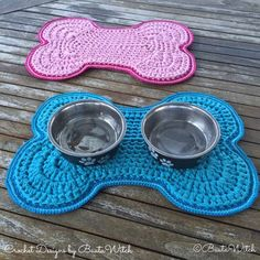 Crochet dog food bowl mat-by-BautaWitch (Blog is written in Swedish - Use Google Translate for easy to follow step-by-step instructions.)