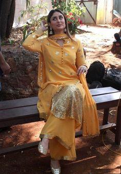 Kareena Kapoor kurta salwar palazzo yellow traditional dress look Pakistani Dresses, Indian Dresses, Indian Outfits, Shadi Dresses, Indian Attire, Indian Wear, Indian Style, Kurta Designs, Blouse Designs