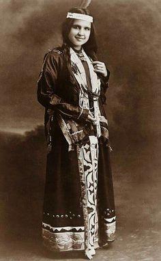Pretty Potawatomi woman