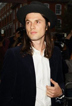 James Bay is a little pretty || He looks like a mix of Jack White & John Mayer.