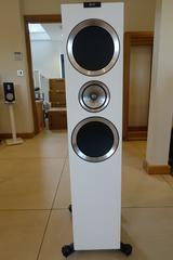 KEF R900 floorstanding loudspeakers Gloss White (Ex-demonstration)