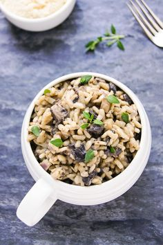 Delicious, 30 min Gourmet Mushroom Risotto - easy recipe in true Italian style. Loads of rich, authentic, earthy & satisfying flavours in a simple dish! Creamed Mushrooms, Stuffed Mushrooms, Stuffed Peppers, Lemon Risotto Recipes, Onion Vegetable, Lemon Asparagus, Mushroom Risotto, Fried Onions, Italian Style