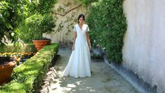French lace wwedding dress, classic and very pretty. #laceweddingdress #prettyweddingdress