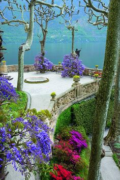 The Perfect Companion to the Gardens of the Italian Lakes - Italian Notes The colourful garden at Villa del Barbianello in Tremezzina, Italy. Places Around The World, The Places Youll Go, Places To See, Around The Worlds, Lac Como, Beautiful Landscapes, Beautiful Gardens, Wonderful Places, Beautiful Places