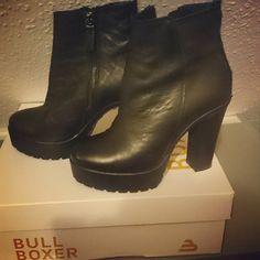 Street Style / Bullboxer Shoes From @de_la_strela