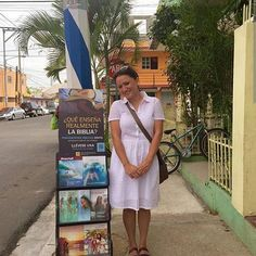 Public witnessing in the Dominican Republic. #jw_pioneers   Shared by @jtai8 by jw_pioneers