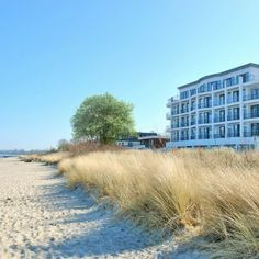 The SAND in Timmendorfer Strand on the Baltic Sea offers sandy breaks. from the beach, the design hotel stands for individuality and sustainability Hotel S, At The Hotel, Hotel Website, Baltic Sea, Cool Rooms, Natural Materials, Perfect Place, Life Is Good, Tours