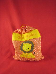 Sac à doudou personnalisé Coin Purse, Lunch Box, Creations, Wallet, Purses, Clothes Crafts, Softies, Bags, Handbags