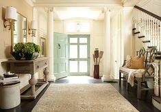 Quand l'entrée est grandiose, la décoration se doit d'être à la hauteur. Tout ici souligne la beauté et l'opulence de cette demeure. (Hudson Interiors)