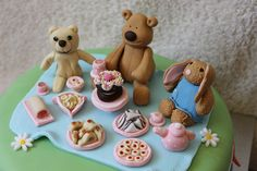 Teddy Bears picnic cake by OooGoOnThen, via Flickr