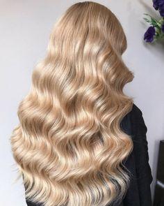 Beauty Hair Hair goals Blonde hair Long hair Curls Curly hair Classy look Haar Blond haar Lang haar Krullen Gekruld haar Inspiration More on Fashionchick Curls For Long Hair, Wavy Hair, Her Hair, Curled Hairstyles, Pretty Hairstyles, Blonde Hair Goals, Golden Blonde Hair, Long Curly Blonde Hair, Gold Blonde