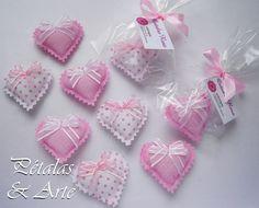 Mini sache coração rosa. lembrancinha da campanha Outubro Rosa.