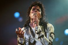 Michael+Jackson+seen+here+in+concert+at+Wembley.+26th+August+1988 (2197×1463)
